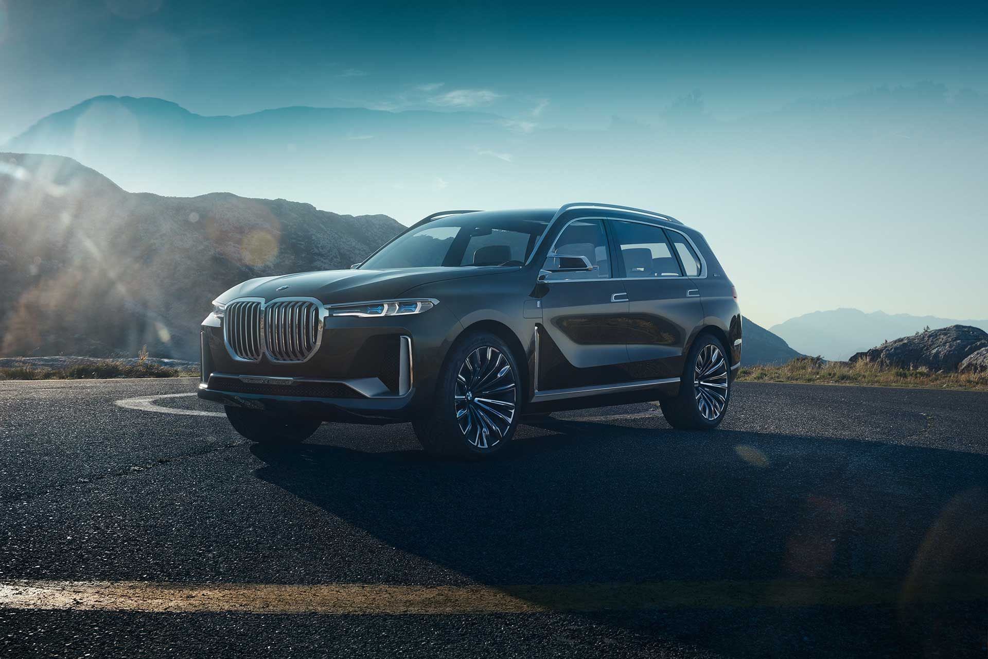BMW Concept X7 iPerformance introduces a whole new take on luxury for the German brand
