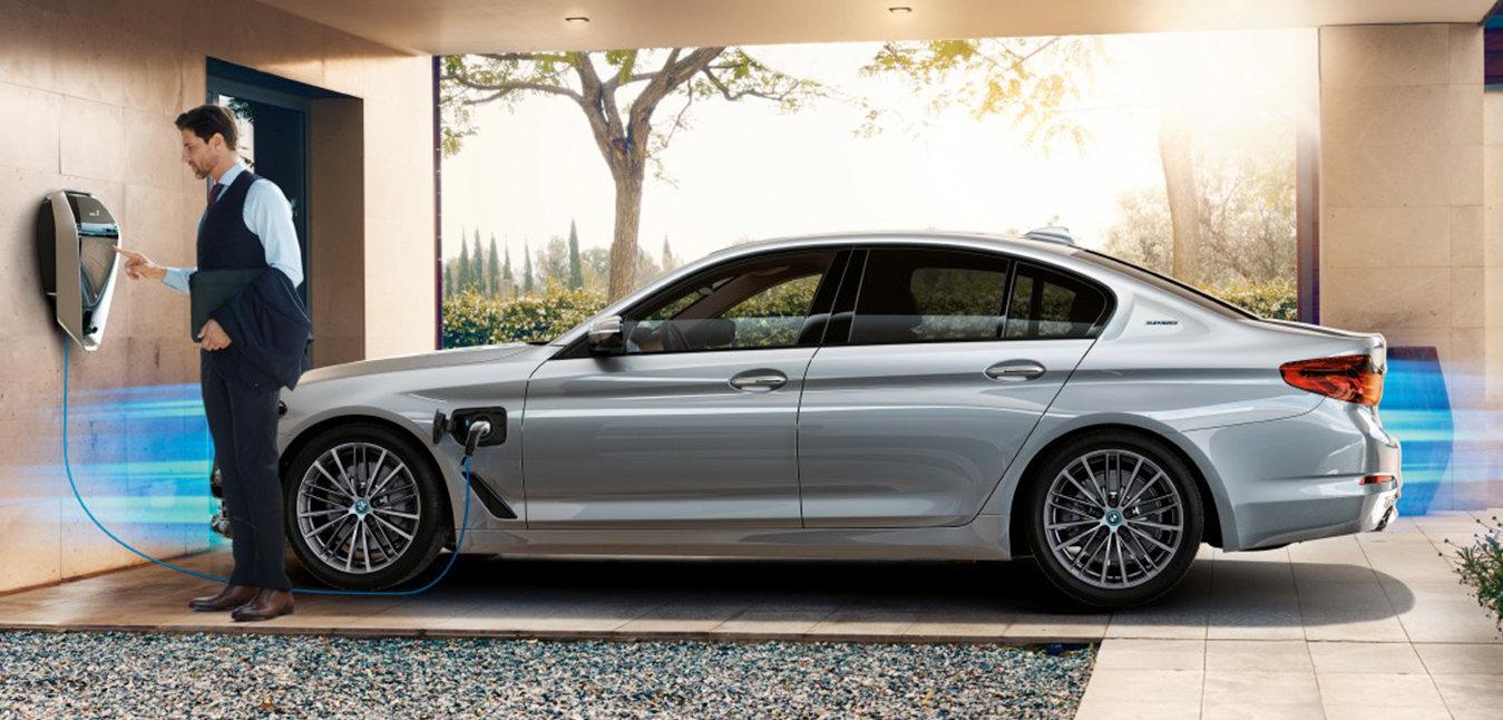BMW the First to Introduce Wireless Car Charging Technology: Just PARK & CHARGE!