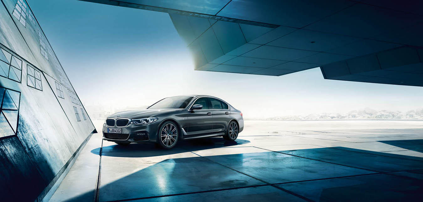 "BMW 5 Series Wins in ""Best Cars Award"" Poll answered by more than 117,000 Readers"